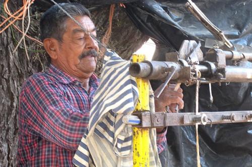 Mechanical helper to clean rawhide