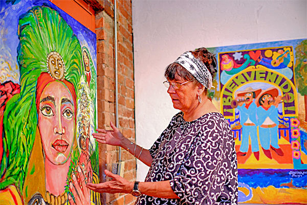 Ceci Garcia of Raices Taller, with Tineo's painting